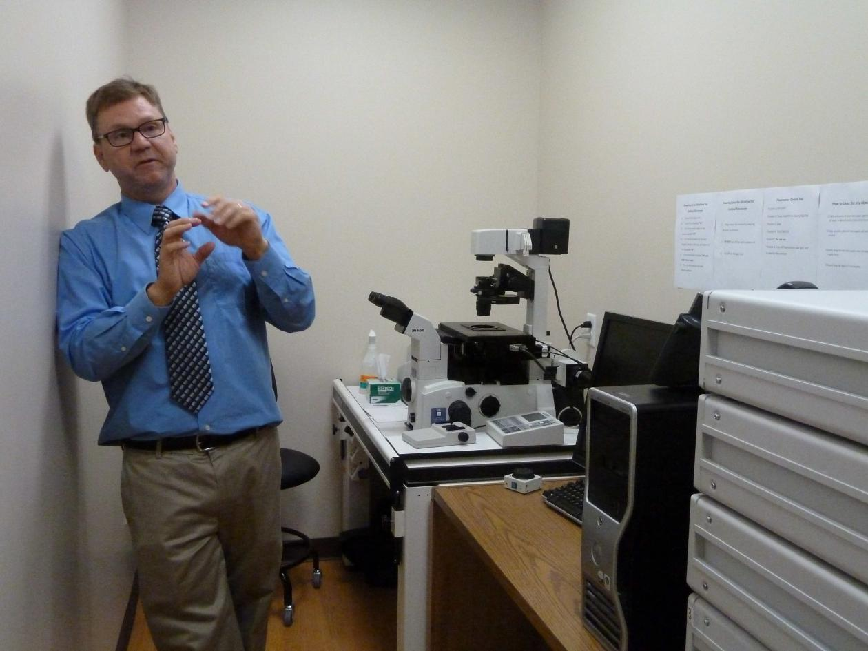 Dr. AQsh explains the confocal microscope